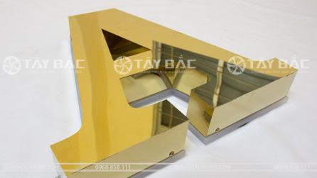Mẫu chữ inox vàng gương hậu mica led hắt chân