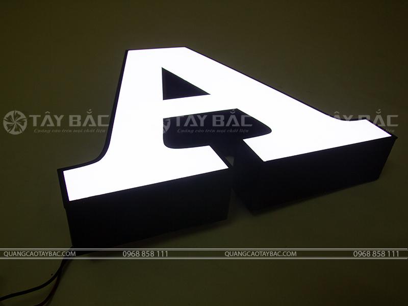 Mẫu chữ nổi quảng cáo FMF-01 trong đêm tối