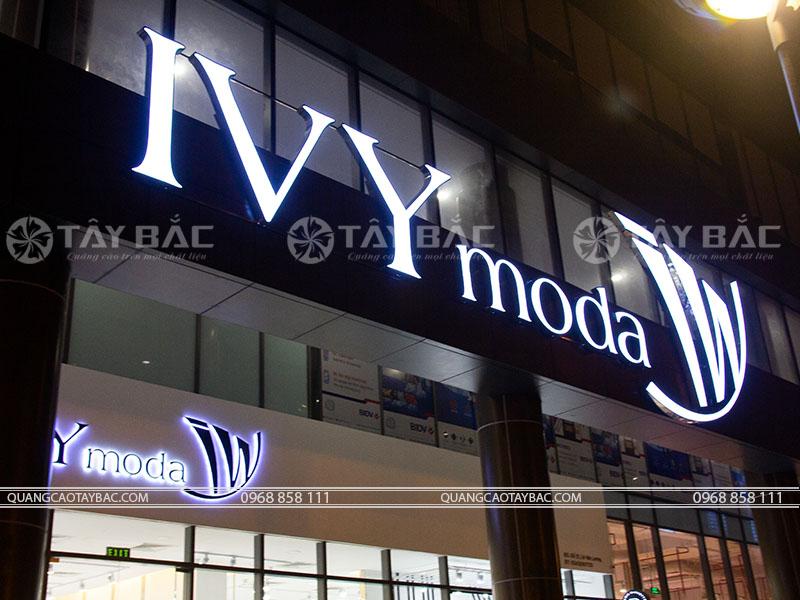 Biển quảng cáo thời trang IVY Moda