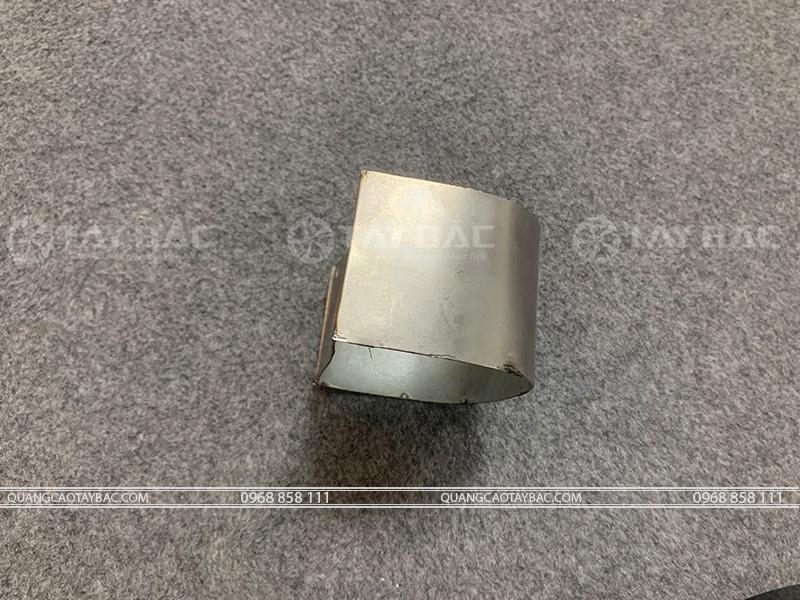 Chất liệu tole được dử dụng làm chân viền mẫu chữ
