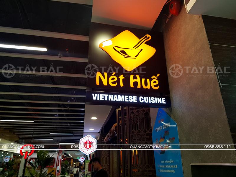 Biển vẫy nhà hàng Nét Huế