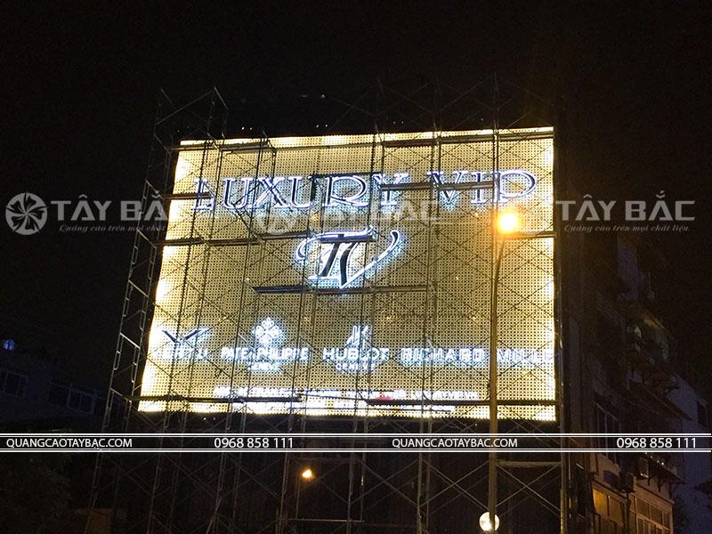 thi công biển hiệu quảng cáo luxury vip