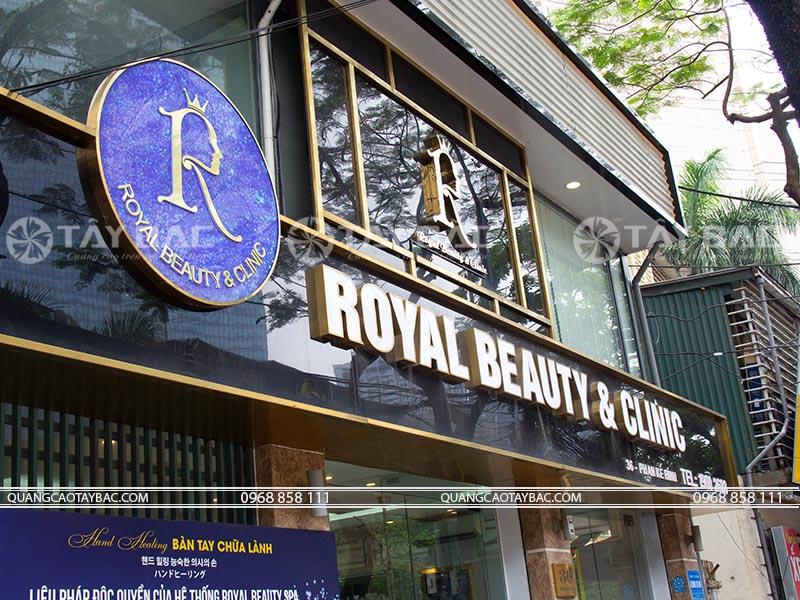 Bảng quảng cáo spa Royal