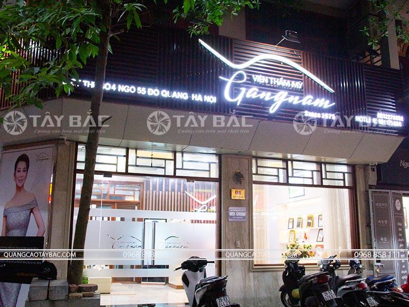 Biển quảng cáo thẫm mỹ viện Gangnam