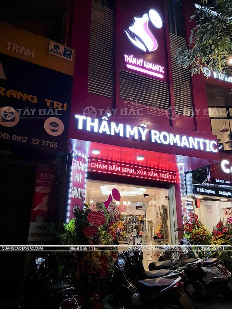 Biển quảng cáo thẫm mỹ viện Romantic