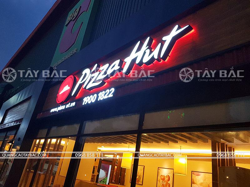Thi công biển quảng cáo cửa hàng Pizza Hut