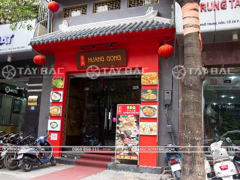 Biển quảng cáo mặt tiền nhà hàng Huang Gong