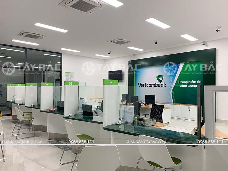 Thi công backdrop lễ tân ngân hàng vietcombank