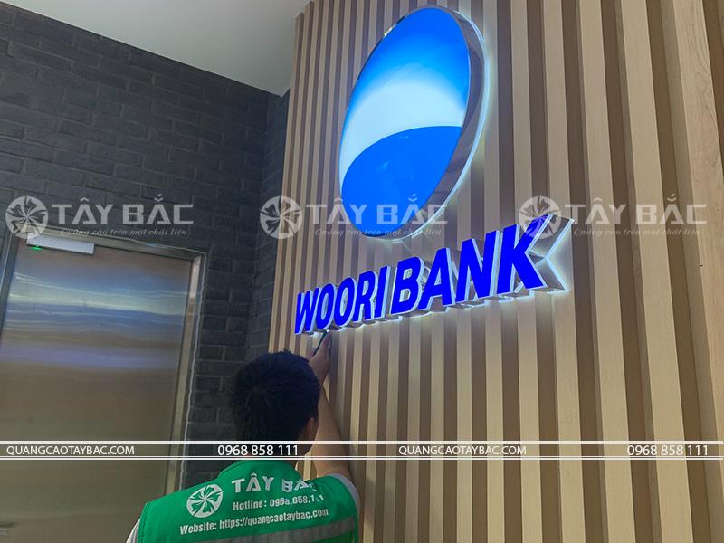 thi công biển hiệu ngân hàng Woori Bank